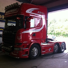 Alcoa Wheels on Surefreight Lorry | Modern Tyres